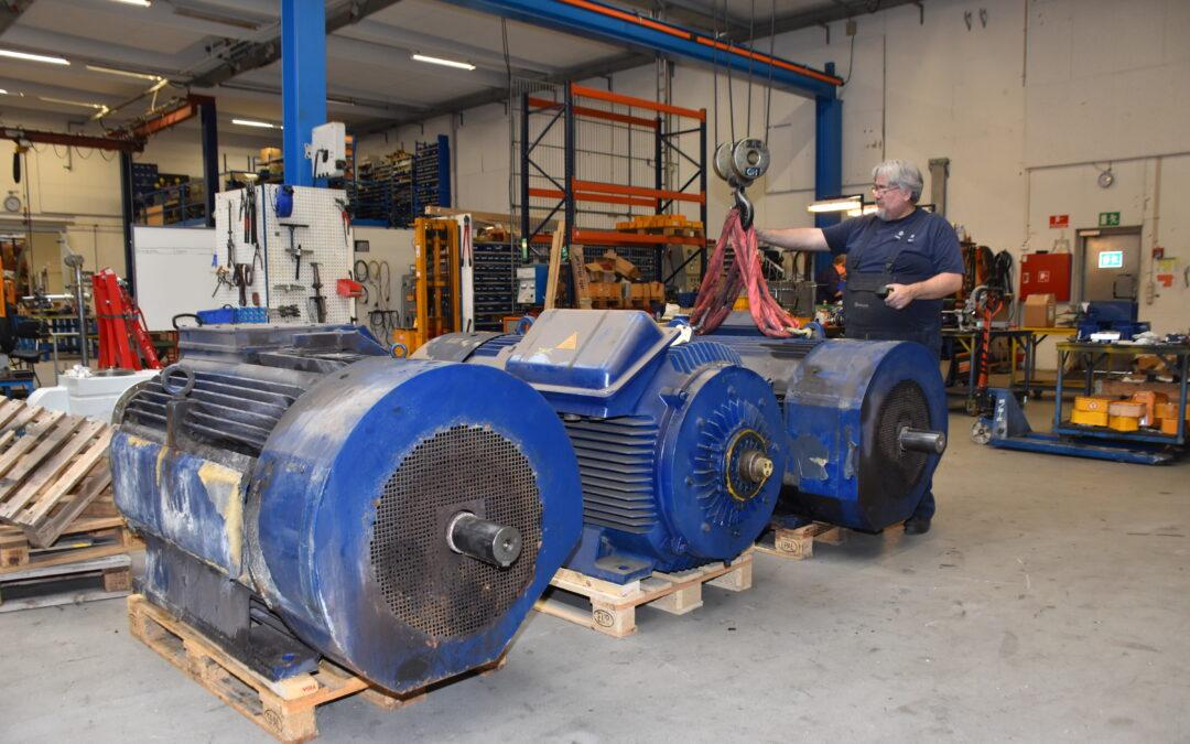 Lars modtager 3 stk. 660 kW vindmølle generatorer til reparation