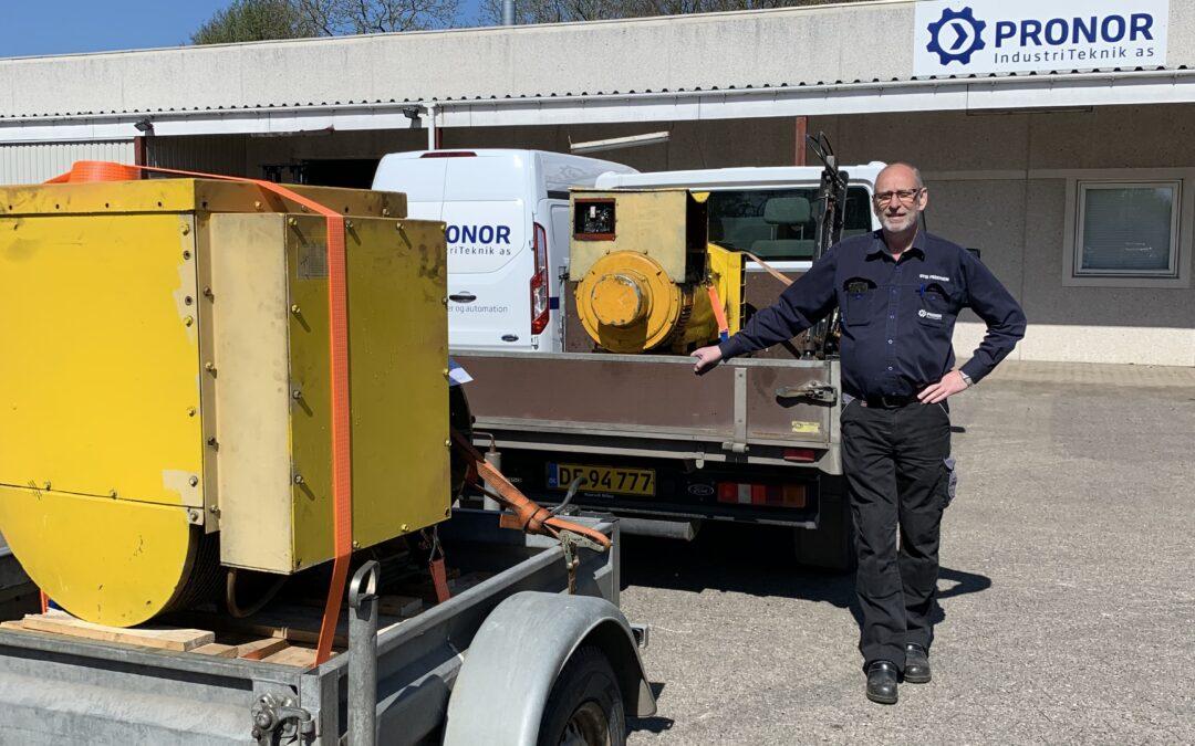 Stig fra PRONOR i Ringe har netop afhentet to store generatorer til service gennemgang